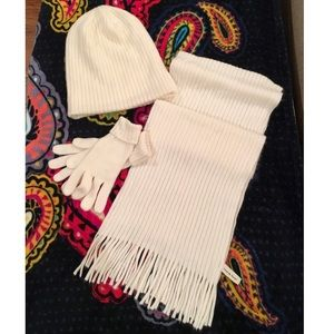 AMANDA SMITH Winter White Scarf,Hat, and Glove Set
